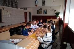 Wolontariat-Przygotowywanie-kanapek-dla-osób-bezdomnych-Copy